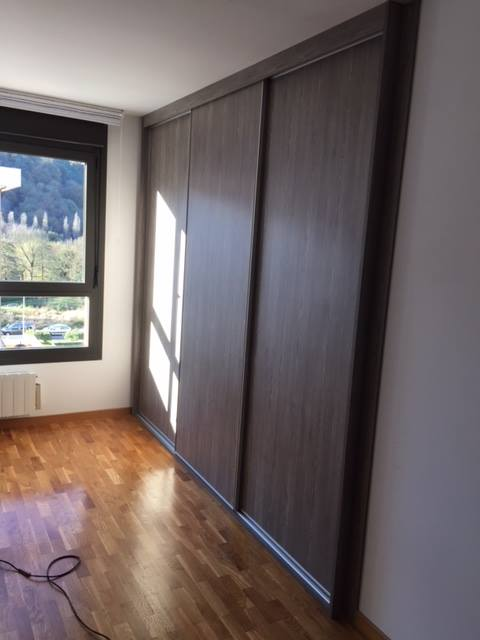 Armario empotrado a medida puertas correderas armarios for Armarios puertas correderas online